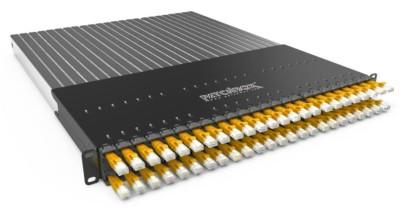 Patchbox Panel mit Module und gelben Kat 6 Kabeln